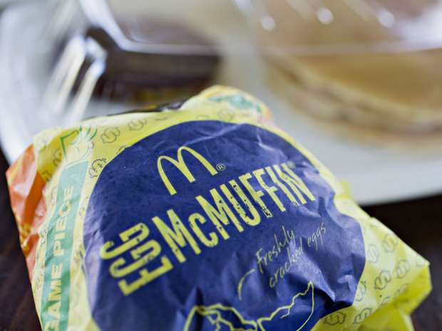 McDonald's all-day breakfast in the U.S. has helped turn around its worst sales slump in more than a decade by drawing more customers throughout the day, including the morning.